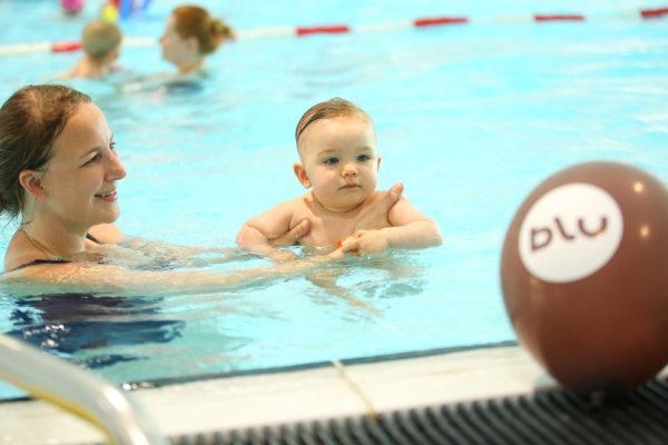 Babyschwimmen 8 - 12 Monate blu